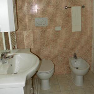 FIORI_bagno-camera-sotto